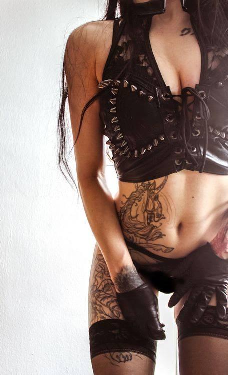 hot tattooed girl