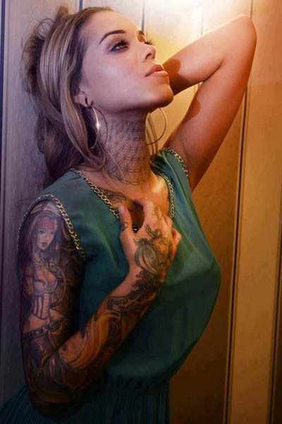 hottie tattoo model